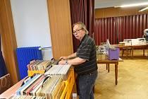 Burza vinylových desek v Městském společenském domě v Kolíně.