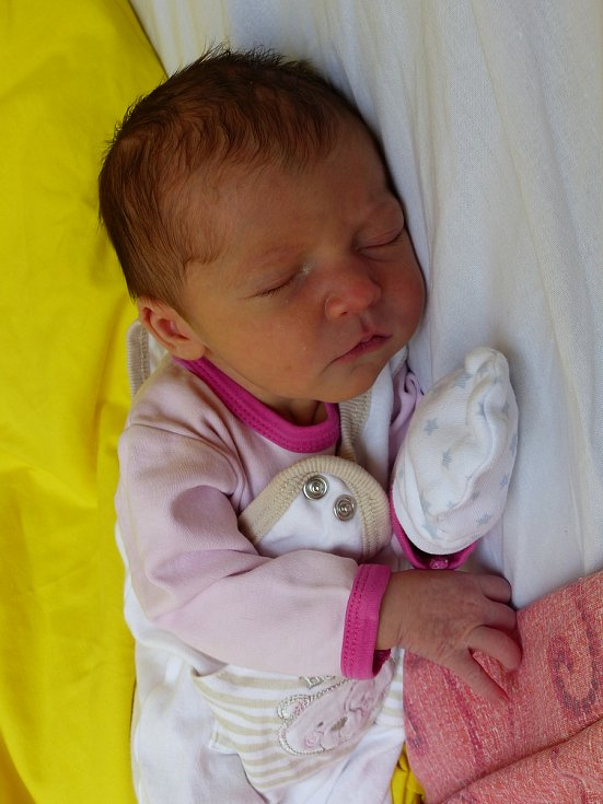 Viktorie Jarolímková přišla na svět 2. května 2018 s mírami 48 cm a 2870 gramů. V Kolíně bude bydlet s maminkou Janou a tatínkem Eduardem a bráškou Edíkem (3).
