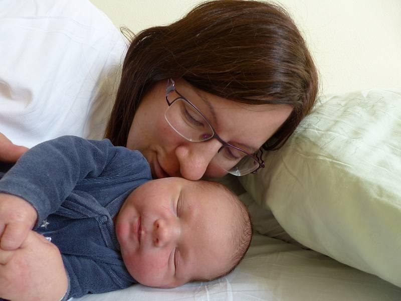 Jindřich Pěkný se narodil 21. září 2021 v kolínské porodnici, vážil 4075 g a měřil 52 cm. V Kolíně se z něj těší sestřička Eliška (3) a rodiče Hana a Štěpán.