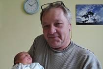 Ondřej Jetýlek je prvorozený syn Lucie a Martina z Uhlířské Lhoty. Narodil se 17. dubna 2017 s váhou 3260 gramů a výškou 50 centimetrů. Na fotografii je s dědečkem Jardou.