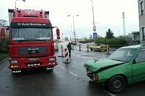 V Kolíně v ulici U Křižovatky se srazil osobní automobil s nákladním.