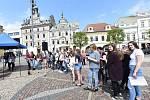 Město za doprovodu žáků základních škol vzpomnělo na židovské a romské oběti holocaustu.