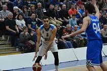 Z utkání BC Geosan Kolín - USK Praha (82:63).