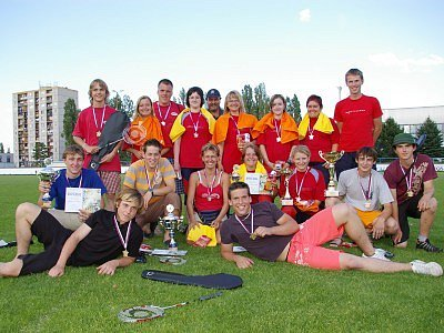 Družstvo dorostenek (2. místo) a dorostenců (1. místo) SDH Klučov.