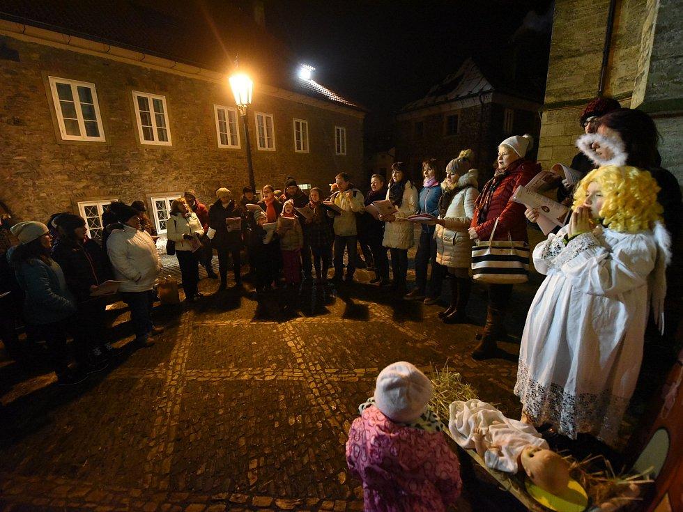 Česko zpívalo koledy v prosinci 2018 v Kolíně u chrámu sv. Bartoloměje