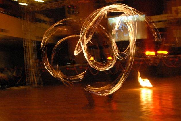 Studenti pojali svůj ples jako lehce opožděnou valentýnskou oslavu.