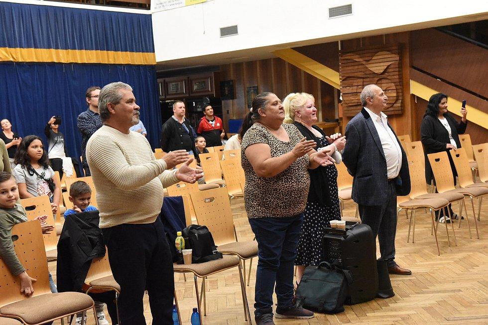 Na křesťanské konferenci se sešlo několik desítek Romů.
