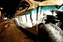 Ani policejní vozidla se nevyhnou karambolům. V Kolíně ovšem při srážce nebyli viníky.