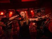 U Vodvárků hrály metalové kapely, dvě z nich se obešly bez baskytaristy.