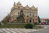 Budova občanské záložny, alias Městský úřad na Husově náměstí v Českém Brodě.