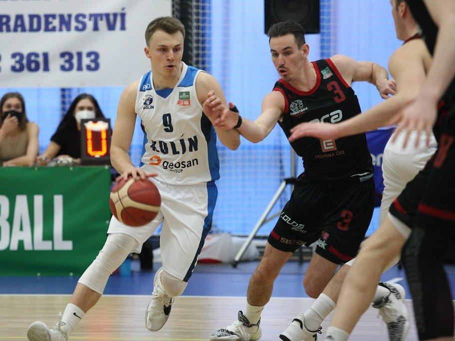 Z utkání nadstavbové části BC Kolín - Nymburk (74:99).