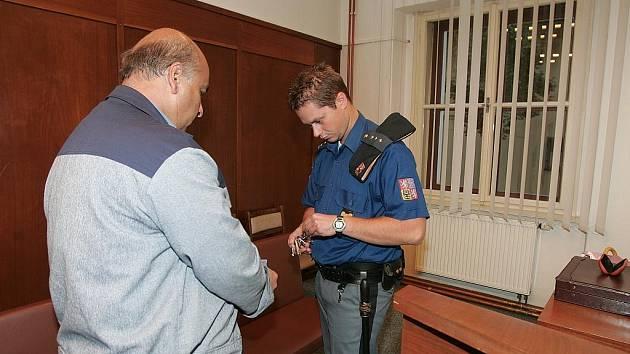 Soud kvůli dealerství drog. 15.října 2009