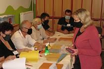 Z voleb 2020, pátek v Mateřské škole Bachmačská Kolín.