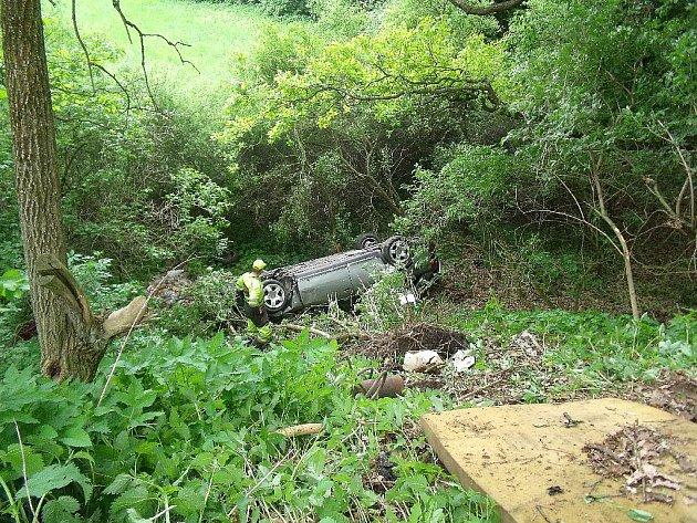 Dopravní nehoda na silnici ze Zásmuk na Toušice