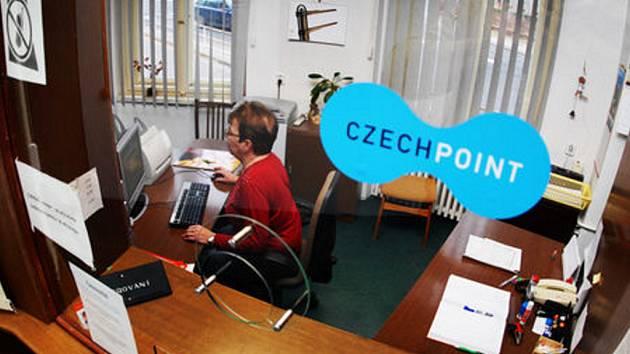 Czech point - služba, kterou lidé na radnicích vítají.