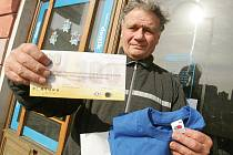 Vítězka prvního kola Marie Löweová získala od naší redakce tričko a kupon do sázkové kanceláře Fortuna v hodnotě 100,–Kč.  Cenu za vítězku převzal manžel Vilém.