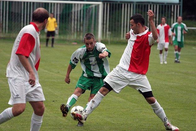 Z přípravného utkání Zásmuky - Velim (0:2).