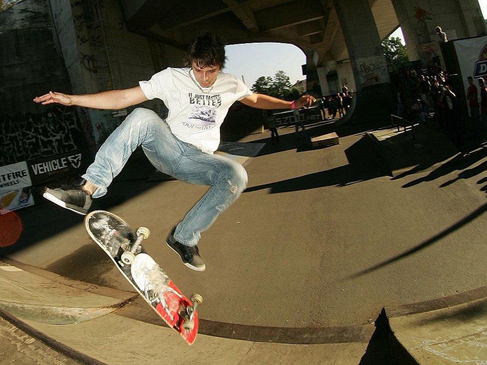 Čtvrtý ročník závodů ve skateboardingu Tlustá kočka skate contest