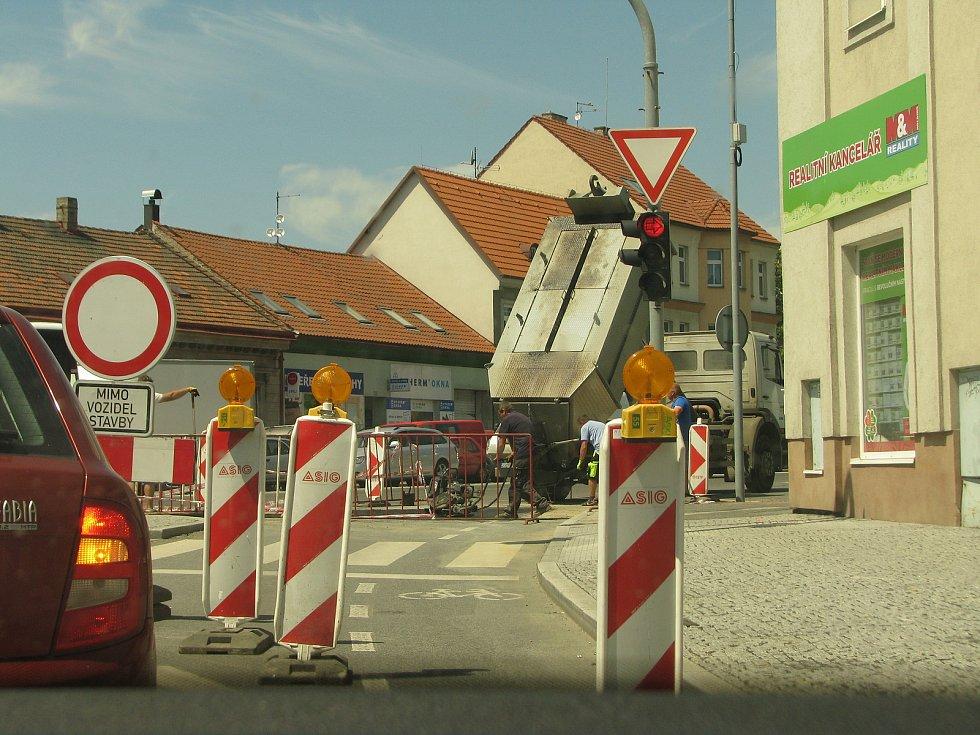Oprava vodovodu na Modrém bodě v Kolíně.