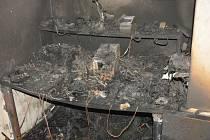 Technická závada baterie způsobila v prodejně elektrokol v Nehvizdech škodu za dva miliony korun.