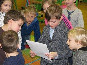 Prvňáčci ze Základní školy Mnichovická Kolín dostávali svá první vysvědčení