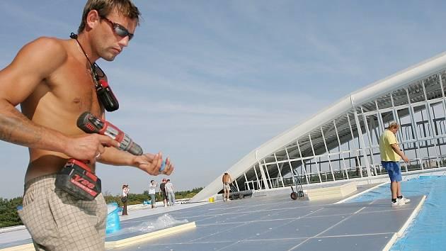 Kontrolní den při opravách střechy zimního stadionu, 3. 9. 2008