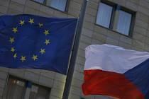 Členství Česka v Evropské unii přineslo výhody nejen velkým, ale i malým a středním firmám. Má však i své pihy na kráse.