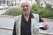 Antonín Fabián získal kupon v hodnotě 200,-Kč do pizzerie Týna, karton piv značky Rohozec a sázenku do sázkové kanceláře Chance.