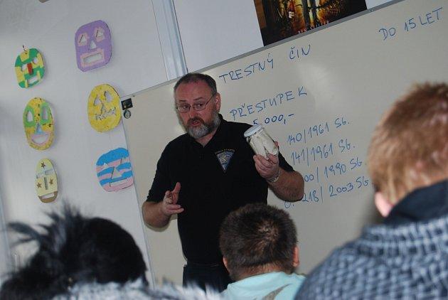 Beseda kriminalisty na českobrodské škole