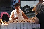 Náměstí v Kostelci ožilo keramickými trhy.