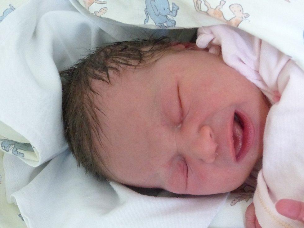 Rozálie Ambrožová se narodila 11. července 2021 v kolínské porodnici, vážila 3230 g a měřila 49 cm. Ve Veltrubech se z ní těší sestřička Ema (4) a rodiče Pavlína a Lukáš.