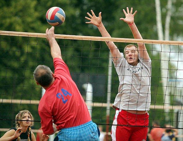 Z volejbalového turnaje v Pečkách