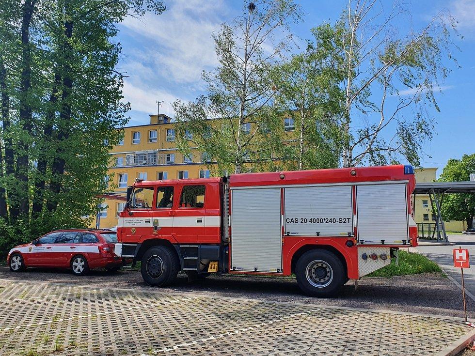 Podnikoví hasiči Lučebních závodů Draslovka Kolín absolvovali v areálu firmy výcvik od profesionálních.