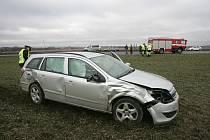 Dopravní nehoda na rušné křižovatce směrem na Bečváry.