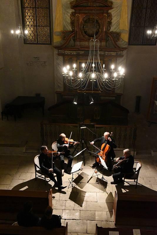 Kruh přátel hudby v Kolíně: z koncertu Českého filharmonického kvarteta v synagoze v Kolíně.