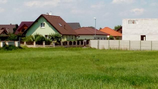 Spálenka je velmi pěkná lokalita na okraji Kolína, kde už vyrostly desítky rodinných domů.