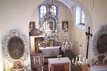Kostel Narození Panny Marie v Choťovicích v roce 2006 před rekonstrukcí