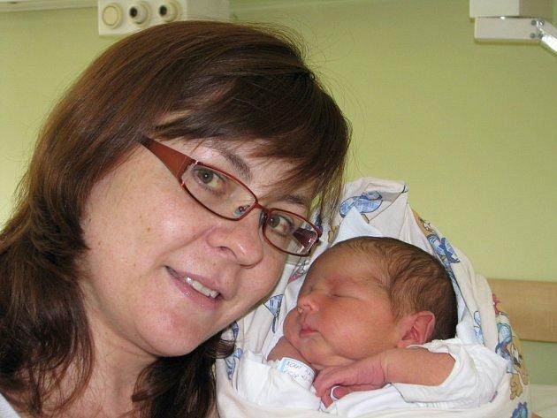 Kryštof Kout se narodil 8. května v Kolíně. Vážil 3820 gramů a měřil 51 centimetrů. Doma v Kolíně ho přivítá maminka Martina a tatínek Aleš.