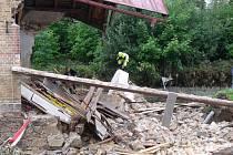 Ti, kteří vyjeli pomoci do zatopených oblastí, věděli, že je čekají doslova mraky tvrdé práce.