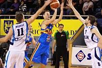 Z utkání Jindřichův Hradec - BC Geosan Kolín (88:80).