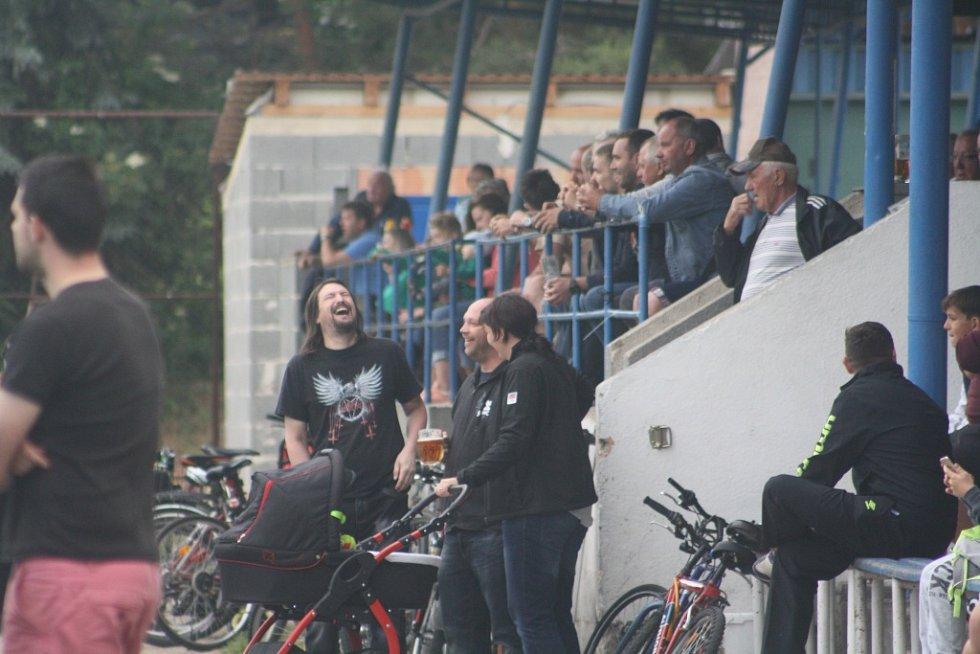 Z utkání Pečky - Velký Osek (2:1).