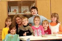 Prvňáčky v Základní škole ve Veltrubech vede třídní učitelka Petra Šafránková.