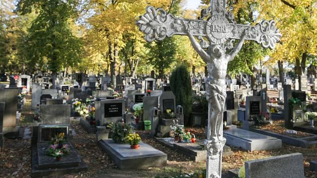V Bystřici rozšíří hřbitov, přibudou místa pro hroby i urny