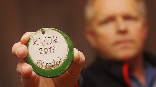 Na účastníky půlmaratonu KVOK čeká památeční medaile.