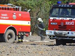 Požár lesa mezi Kolínem a obcí Tři Dvory