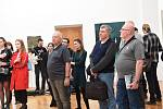 Z vernisáže výstavy obrazů Tomáše Honza v Galerii města Kolína.