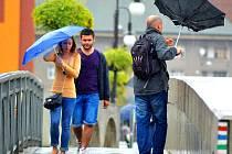 Horké počasí vystřídal déšť