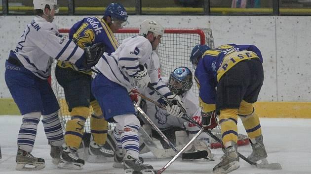 Z utkání druhé hokejové ligy Kolín - Písek (3:2 v prodloužení).