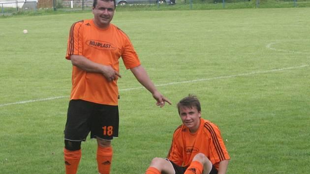 Martin Hruška může být na svého syna Adama pyšný. První start a hned gól. Tomu se říká premiéra.