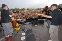 Kapela Sto zvířat s přehledem plní velké sály a je i tahákem letních festivalů. Nejinak tomu bylo i na letošním SázavaFestu v Kácově, basista Wilco Versteeg stojí  druhý zleva mezi zpěvákem Janem Kalinou a zpěvačkou Janou Jelínkovou.